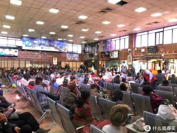 加德满都机场的等待
