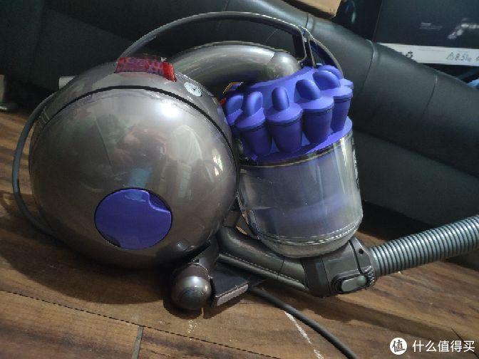 Dyson的坑究竟值不值得入?戴森Dc36圆筒吸尘器使用评测