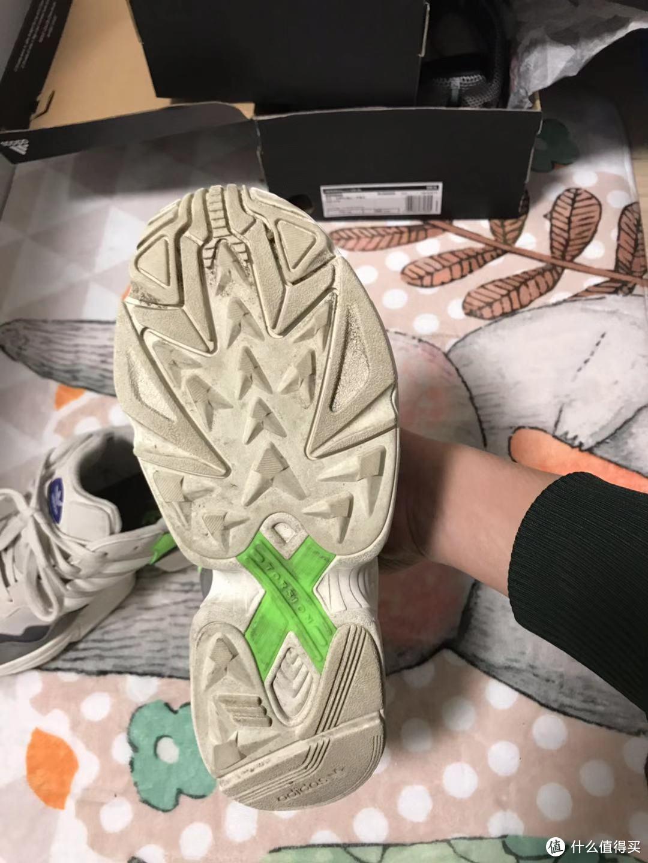 请原谅鞋底有点脏,到了直接就上脚了。