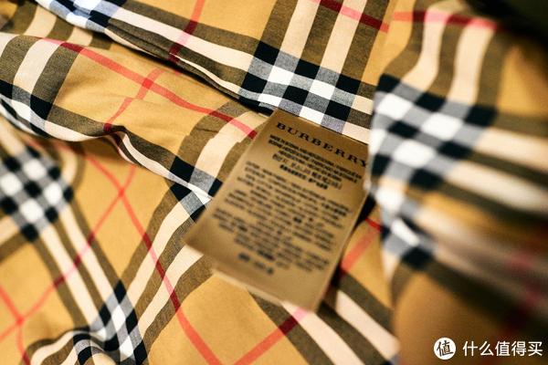 Burberry条纹款风衣—送给老婆的新年礼物