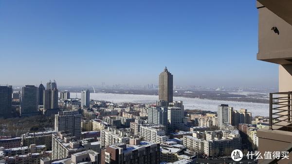 冬天的江景看起来好冷