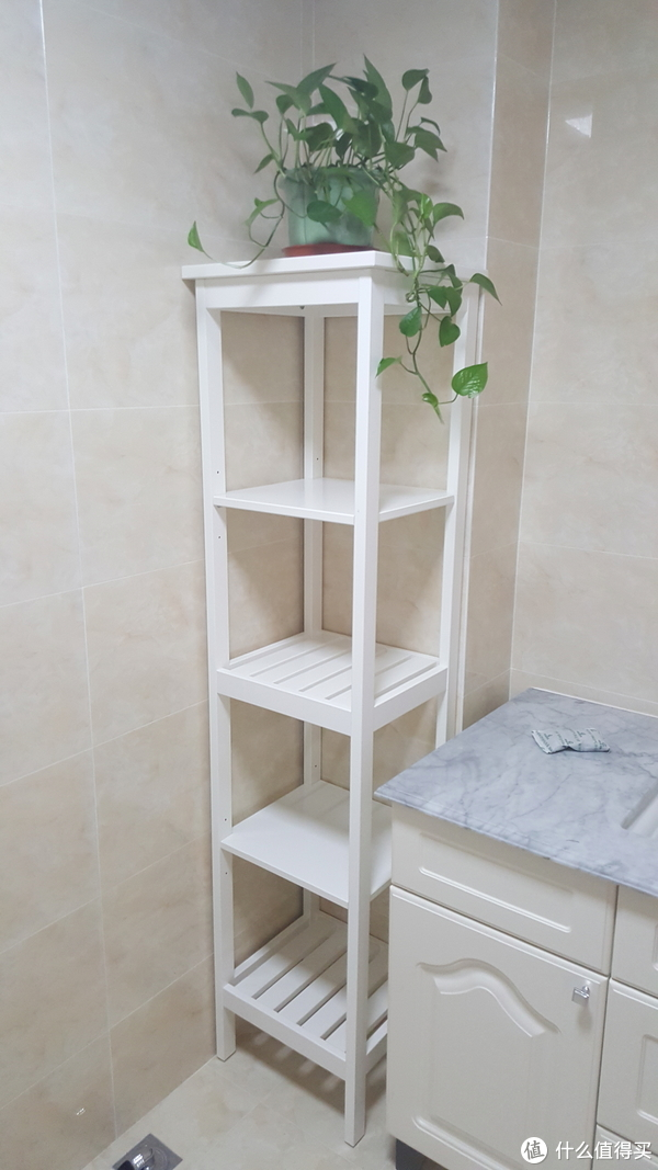宜家的实木架子,放在卫生间刚刚好