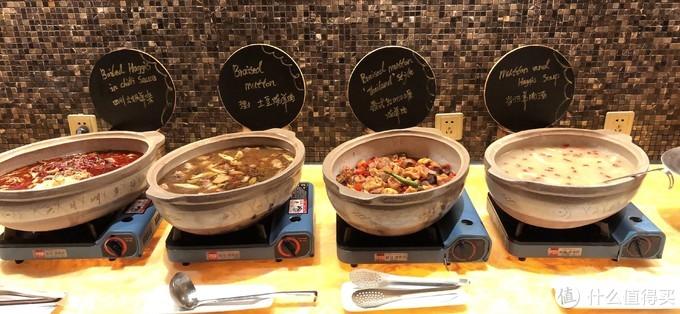 这边有3种烧菜和1锅羊肉汤,但是羊肉汤里面只有羊杂,我找了很久,都没有找到羊肉,高兴过后有点小失望。