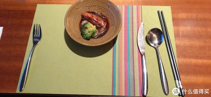 看评论有网友推荐鳗鱼饭,一来我就点了一碗,恩,不错,就是汤太多了,感觉有点咸。