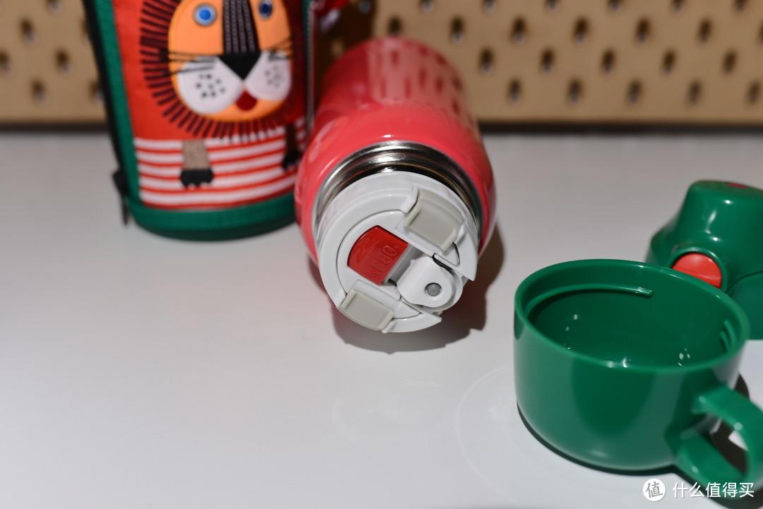 内层是一个保温杯的内盖 红色按钮摁了之后 可以直接出水