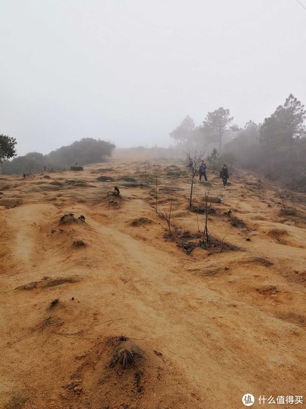 沙砾路,听说这条路走出来的话是大众路线,然鹅我们是从一条有点艰险的路粗来的~~