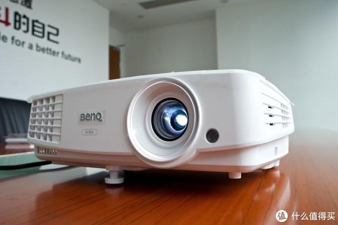无论晴天阴天,你都是会议室的新大眼萌——BenQ E310智能商务投影机