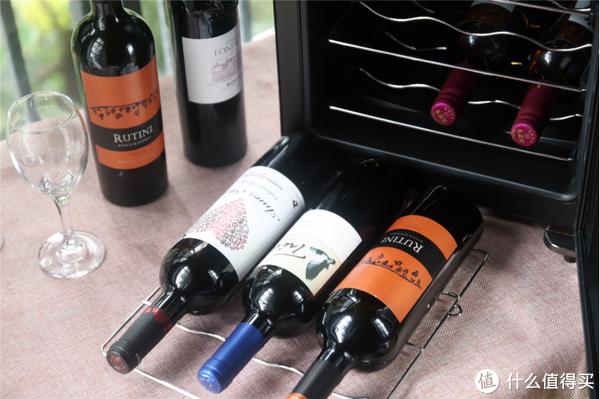 为了更好存储家里几瓶红酒,我选择维诺卡夫迷你恒温酒柜!