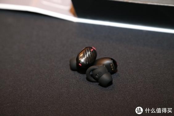 CES2019直击1MORE神秘新品 疑似五单元耳机曝光