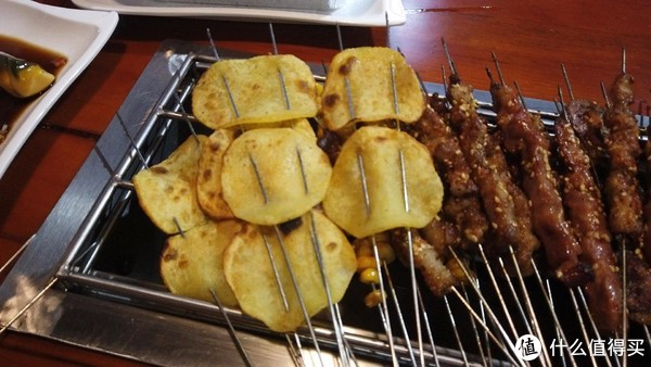 土豆片是我在天津没吃到过的感觉,应该是大火快烤的,烤的有点外焦里嫩,有点薯片的感觉但是内部又软软的,真的好吃