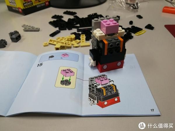 第15步效果,拼到这里知道价格贵的原因之一是积木的设计,例如积木之间如何拼插,一块积木的尺寸,需要几个凸起,凸起内部是凹的还是闭合等等