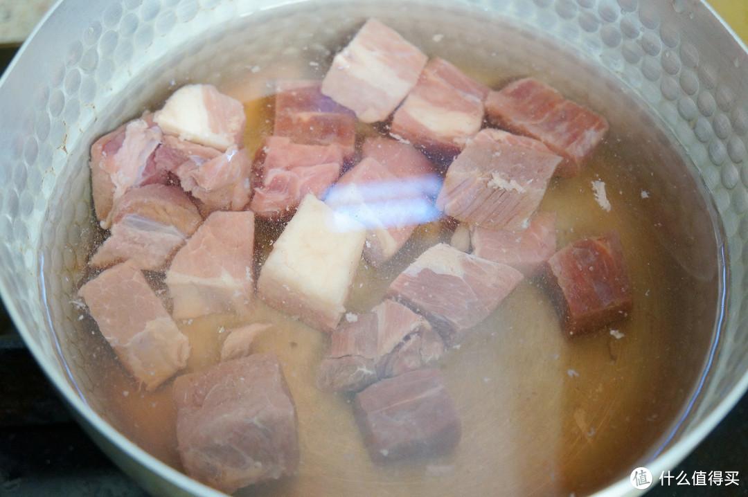 不管冬天还是夏天,牛肉我喜欢这么吃:只用五种传统香料,多一味都不行的五香萝卜炖牛肉