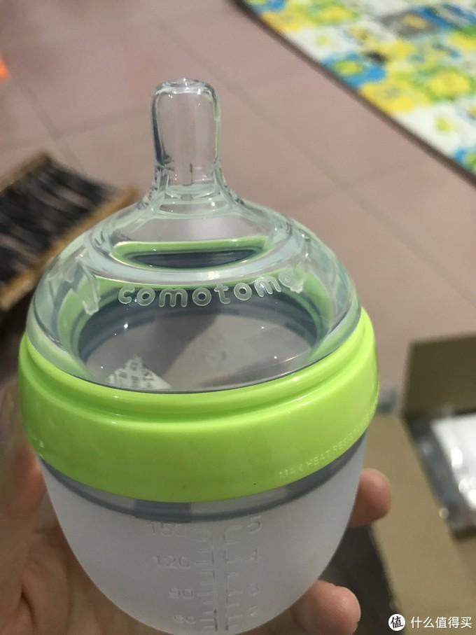 宝宝的奶瓶+吸管杯
