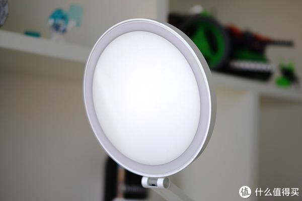 小米推出的米家台灯Pro,兼容小爱与Siri