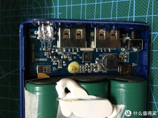 拆威刚P10050V移动电源 对比山寨和仿冒移动电源