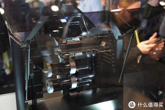 雷蛇CES2019看点多 旗下首款游戏显示器Razer Raptor登场