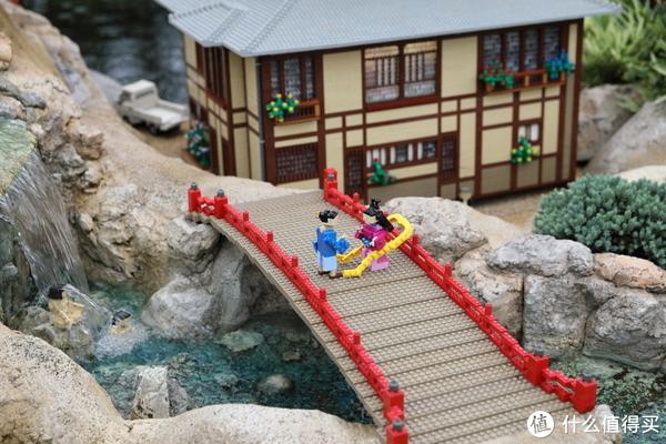 仙女和她的恋人在约会,旁边的水里还有苦修的修士。