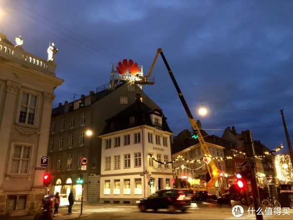 圣诞前夕,华为霸占了哥本哈根游客必打卡的新港路口
