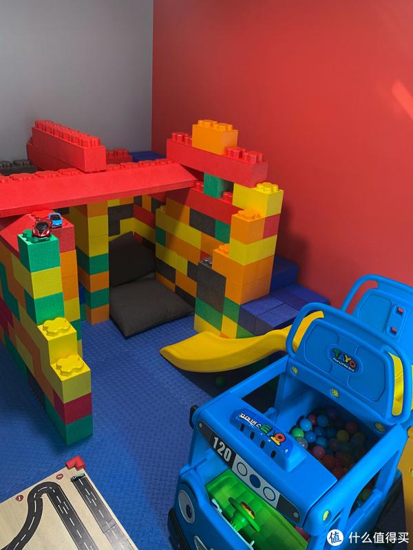 深灰色+红色漆+玩具城堡