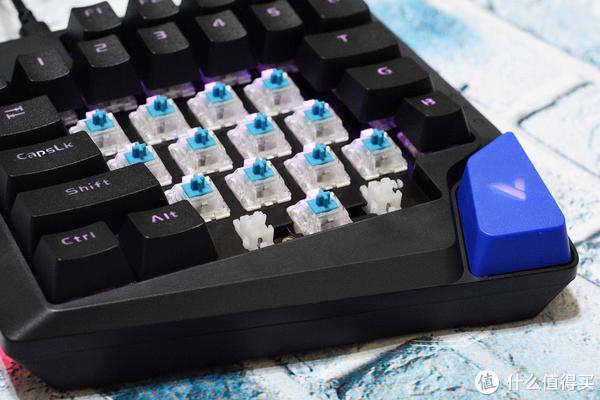 单手机械键盘是一种什么样的游戏体验?雷柏V550RGB上手体验