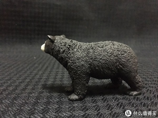 毛发一根一根的感觉,很细致。这只熊还是很敦实的。