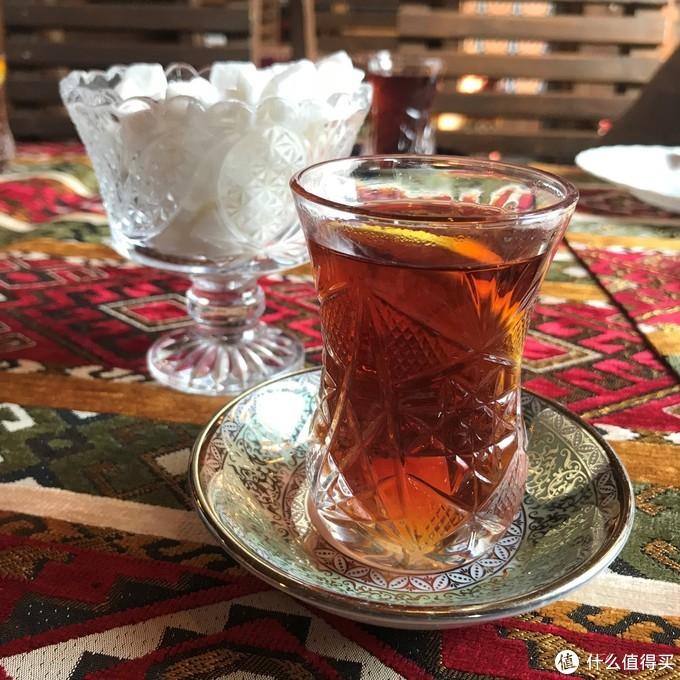 在巴库机场花了20马纳特(80RMB)买了个当地特色的杯子