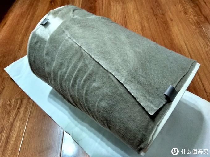 2米长的静电棉放入面盆中进行清洗。