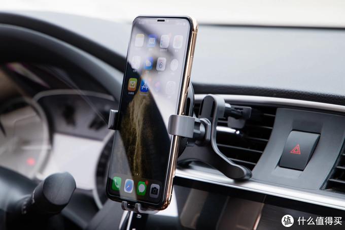 支持无线快充:70迈车载无线充电手机支架