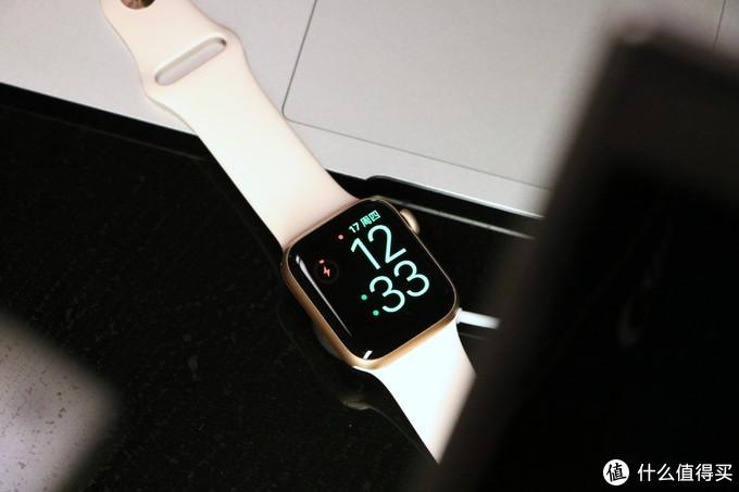 watch4采用无线充电方式