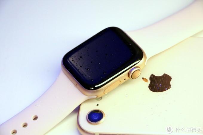 金色很显贵气,复合手表的气质