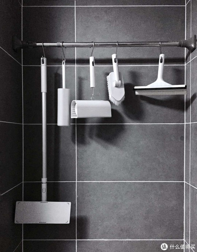 洗完澡先用右一的muji玻璃刮把水刮掉