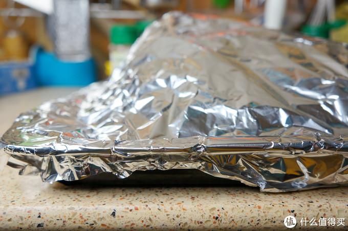 烤羊排,整扇来,这种方法最简单:上午进烤箱,中午就啃上