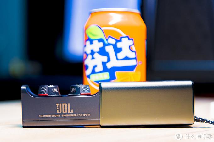 颠覆蓝牙4.2印象有惊喜也有不足,体验JBL安德玛定制款真无线运动耳机FLASH