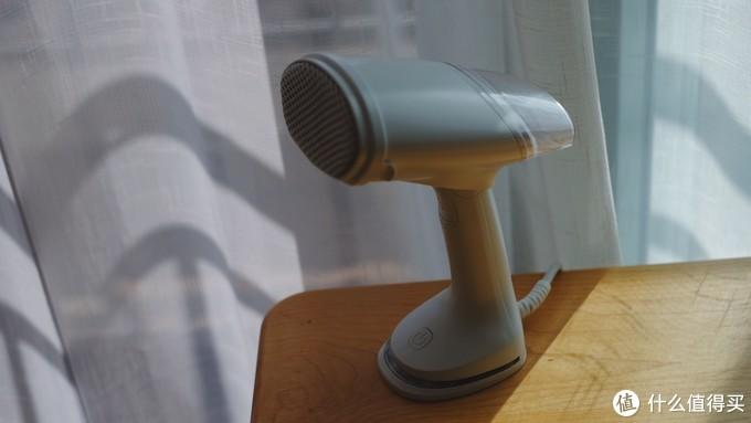 轻便小巧好收纳,一件衣服打天下 — 评测考拉工厂店便携式手持蒸汽挂烫机