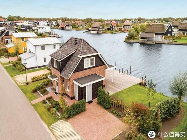 荷兰有合法红灯区,也有童话般的羊角村