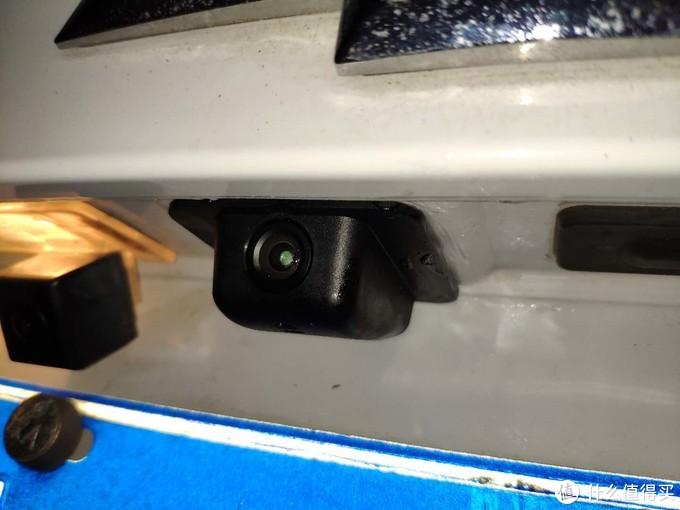 我的安装位置为原车预留倒车影响位置,如高配车型还需另找位置打孔