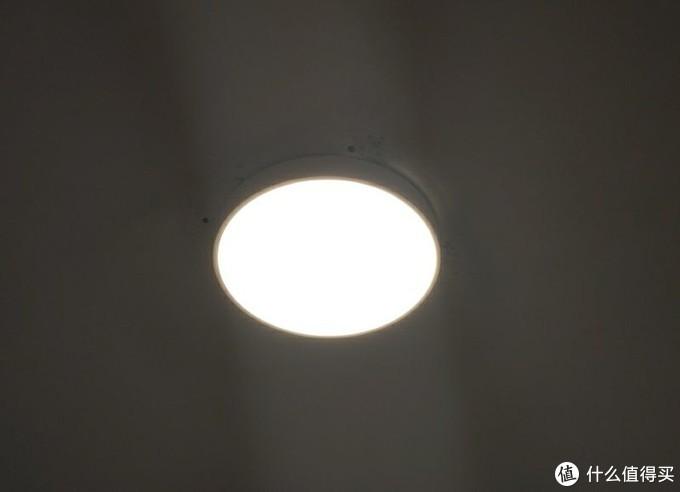 月亮搬进家是什么体验?yeelight皓石LED吸顶灯告诉你