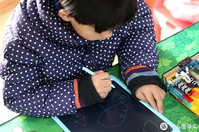 还在用毁视力的平板给孩子画画?小米家这款小寻护眼专业手写板仅149