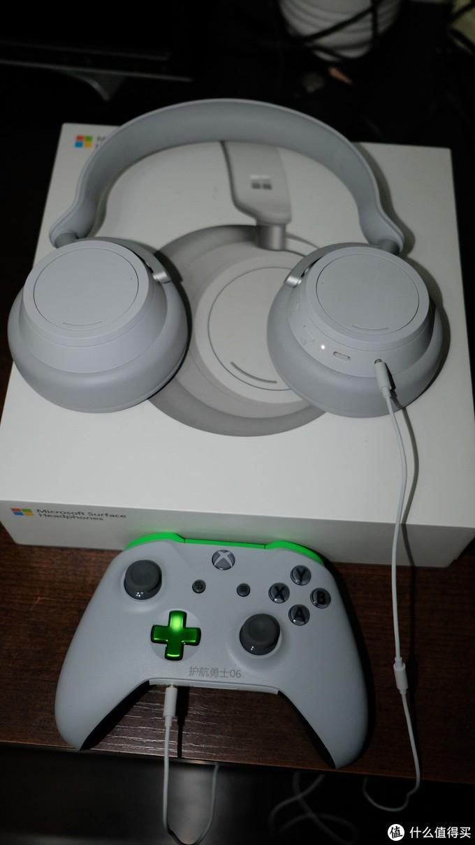 连着我的斯巴达06手柄,两个设备材质相近,微软似乎特别喜欢这种材质