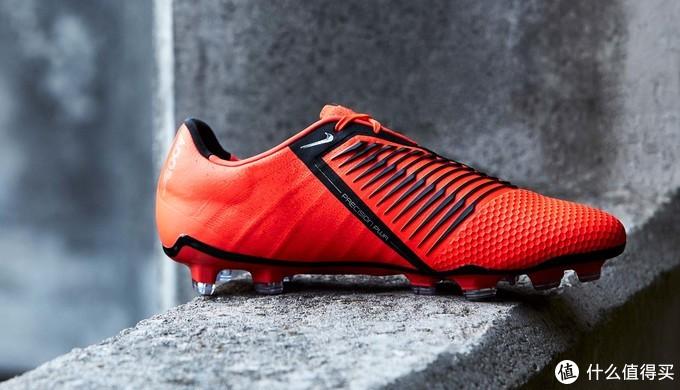 一剑入魂:NIKE 耐克 推出 全新 Phantom Venom 足球鞋