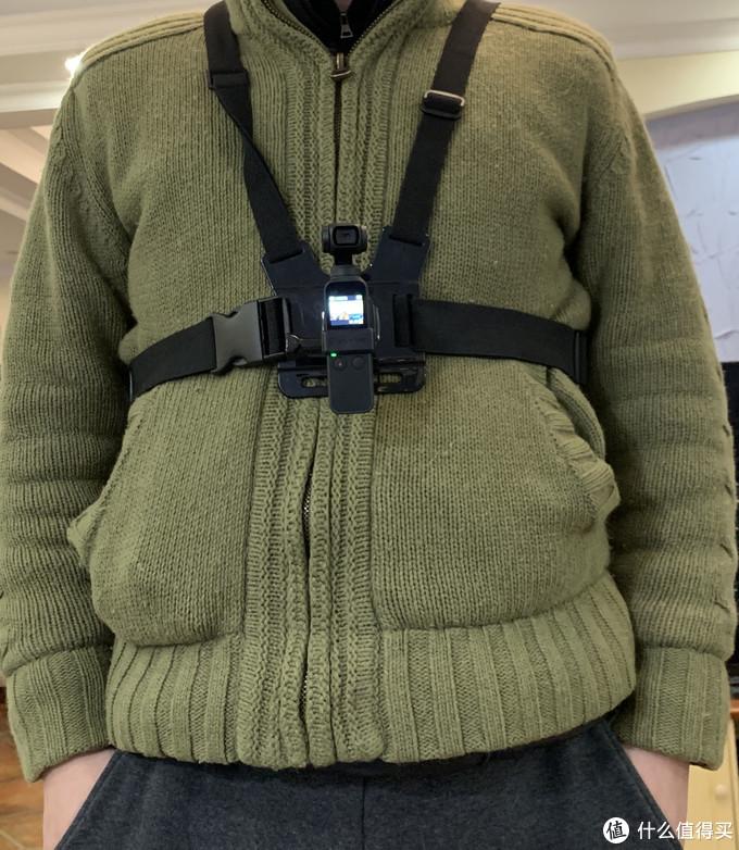 胸带又是另一个视角,能拍到部分手,当你双手做事情的时候可以用来拍摄。