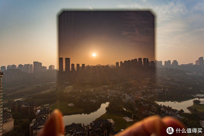 对于拍摄日落,中灰渐变镜也是不可少的,有需要的同学可以入一枚。