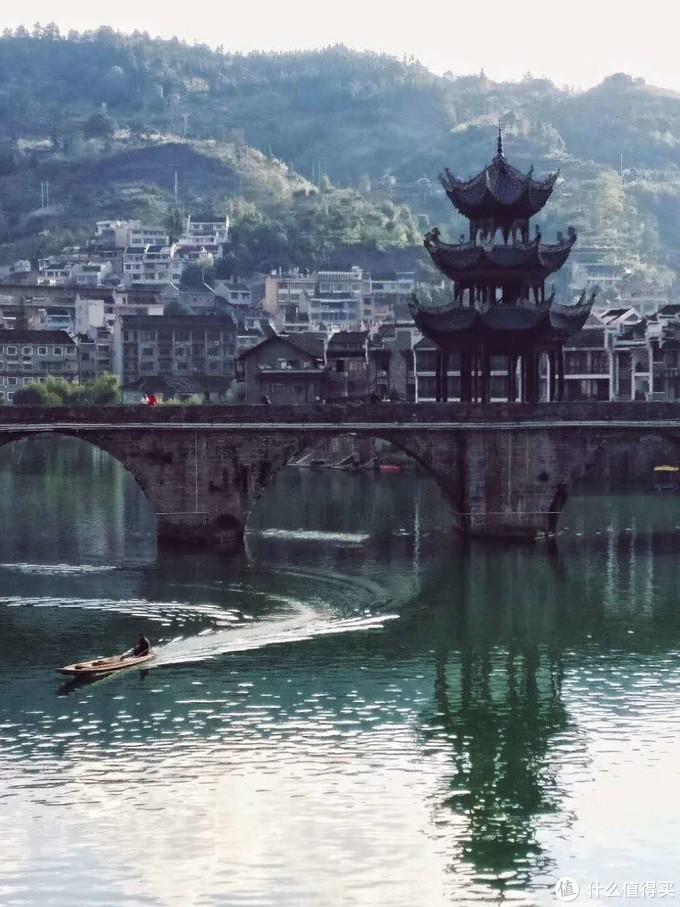 祝圣桥,明清时期始建,桥上阁楼为状元楼