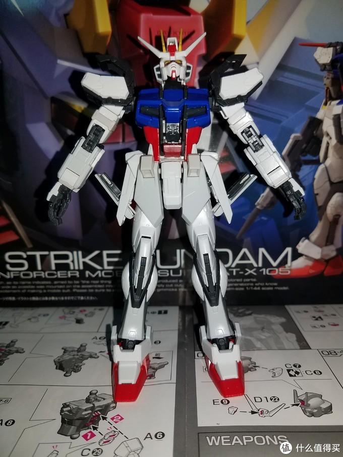 细节可动除了头腰四肢还有肩部支架、驾驶舱(有内构)腰部两侧的战术小刀收纳装甲