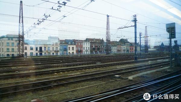 铁路旁的建筑