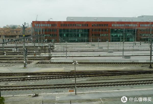 从酒店可以看到火车站台