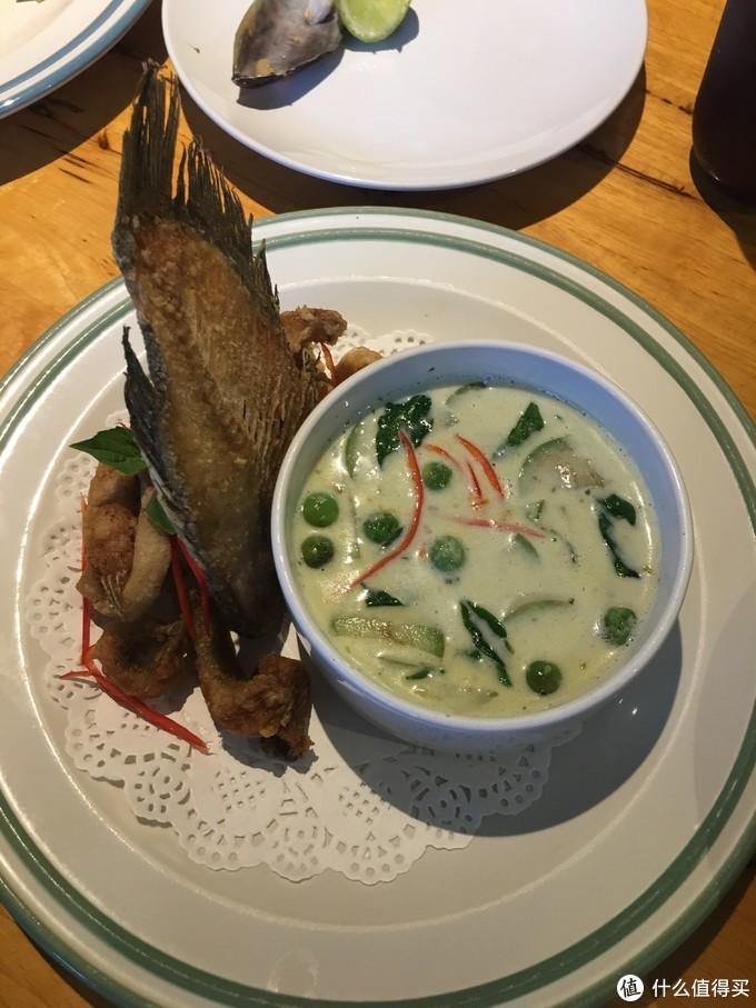 炸鱼配绿咖喱,他家所有的汤品都很合口味,奶香十足,炸鱼酥脆咸香