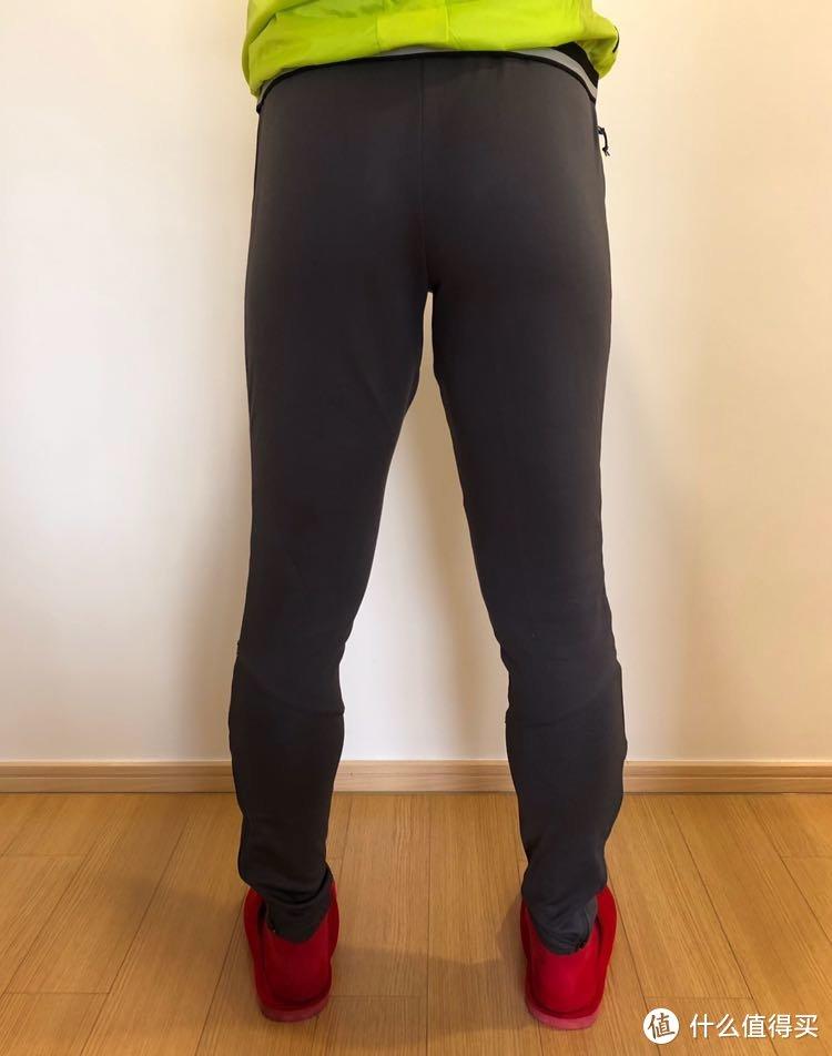 一条迪卡侬男士足球运动裤