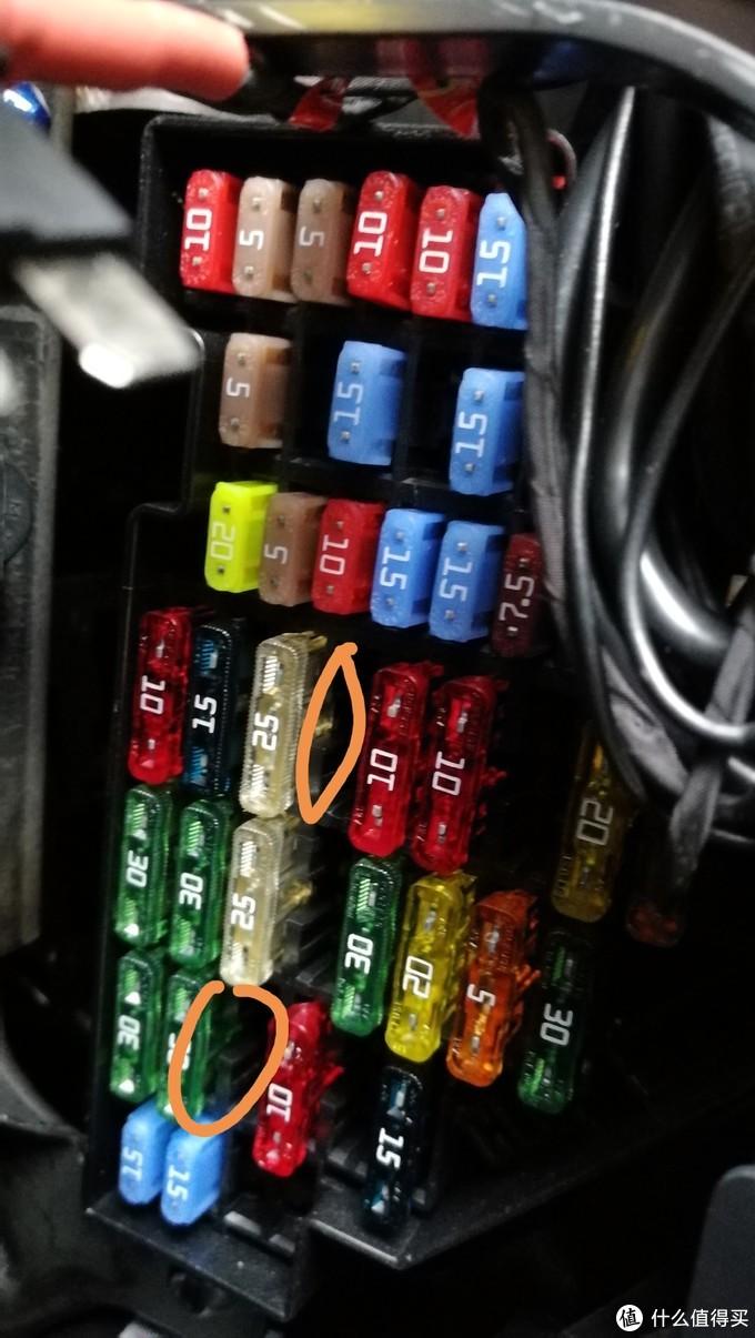 蔚领/老宝来保险盒,记录仪取电方案,插入圆圈内两个口。上为15A,下为30A。