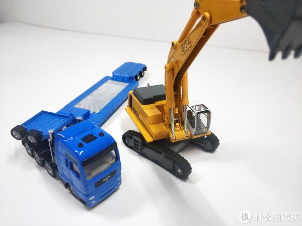 挖掘机技术哪家强——siku平板拖车带挖掘机合金车模型